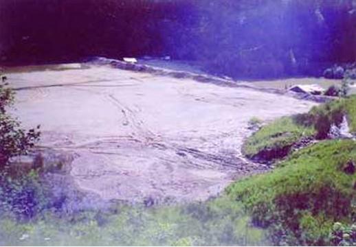 Milioane de tone de steril din iazul de decantare de la Tărnicioara țin sub teroare locuitorii a 4 localități