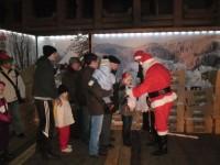 Mii de cadouri împărţite la bradul din centrul Sucevei