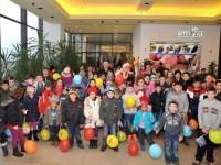 """Zeci de copii nevoiaşi au primit daruri de Crăciun din partea Clubului Rotary Suceava, prin campania """"Dăruieşte un zâmbet !"""""""