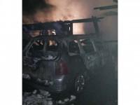 Adăpost de animale şi un autoturism distruse de un incendiu provocat intenţionat