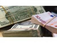 Dolarul la un nou minim al ultimelor şase luni