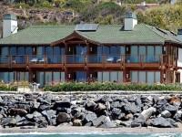 Reşedinţa din Malibu a lui Pierce Brosnan, distrusă de un incendiu