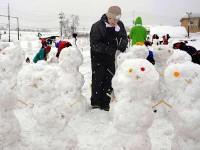 Un orăşel japonez deţine recordul mondial al celor mai mulţi oameni de zăpadă ridicaţi într-o oră