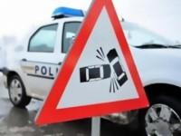Autoturism cu patru persoane răsturnat în afara carosabilului