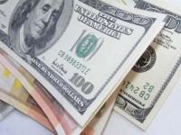 Dolarul a sărit cu peste patru bani