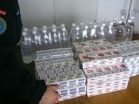 Ţigări şi alcool de contrabandă confiscate în bazaar