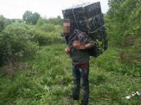 Surprinşi prin pădurile de la graniţă, cărând ţigări de contrabandă