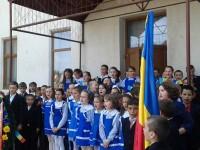 Elevii Şcolii Gimnaziale Vatra Moldoviţei au cinstit eroii neamului