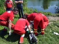 Acţiune a pompierilor pentru recuperarea trupului unui bărbat înecat într-un iaz, la Plopeni