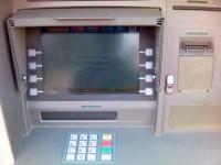 Doi suceveni care au fabricat dispozitive pentru copierea datelor de pe banda magnetică a cardurilor bancare, plasaţi sub control judiciar