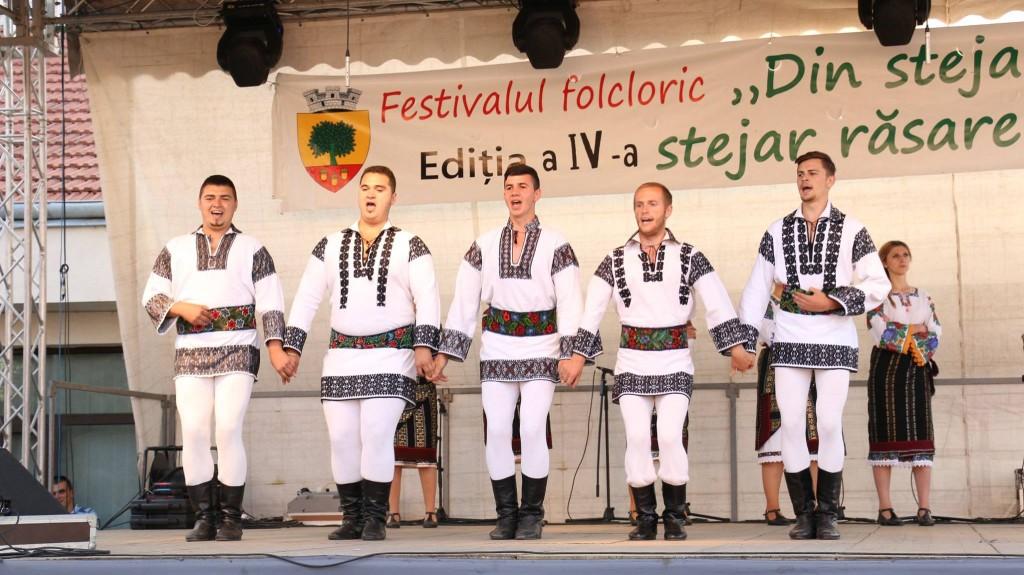 Festivalul-folcloric-Din-stejar-stejar-răsare-1