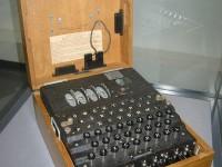 O maşină Enigma s-a vândut la licitaţie la Londra pentru suma de 231.187 de dolari