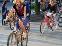 """Ion Lungu spune că vrea să facă """"adevărate"""" benzi pentru biciclete"""