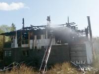 Casă incendiată în comuna Şaru Dornei
