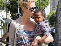 Actriţa Charlize Theron a adoptat al doilea copil