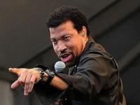 Lionel Richie – personalitatea anului la Premiile Grammy 2016
