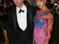 Robert Pattinson şi solista FKA Twings şi-au amânat nunta