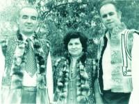 Cu Valea Mîndîcanu şi soţia sa, Iulia, îmbrăcaţi în bondiţe bucovineşti