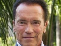Arnold Schwarzenegger, momente de… teamă în timpul unui safari, când este înfruntat de un elefant african