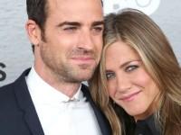 Jennifer Aniston va avea două fetiţe gemene, susţin unele publicaţii americane