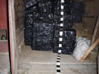 Depozit cu peste 52.400 de pachete de ţigări de contrabandă, descoperit de poliţişti într-o gospodărie din Straja