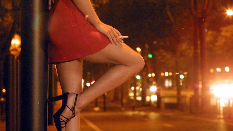 La 18 ani, acuzată de prostituţie