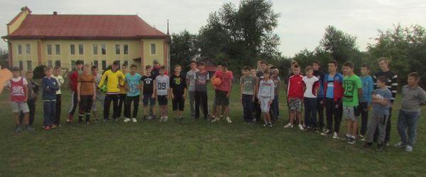 Ziua Internaţională a Educaţiei prin fotbal şi handbal la Udeşti
