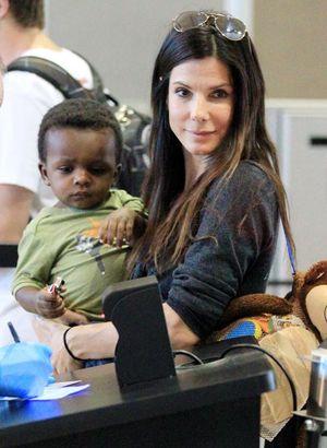 Sandra Bullock a adoptat o surioară pentru fiul ei, Louis