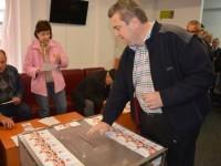 Flux continuu de alegători la secţia de votare din Suceava