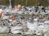 Localităţile care refuză să achite contribuţiile, interdicţie la depozitarea gunoiului pe noile platforme ecologice
