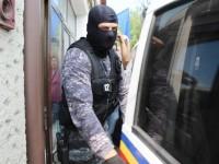 Descinderi ale mascaţilor la un post de poliţie din zona rurală a judeţului şi alte cinci locaţii