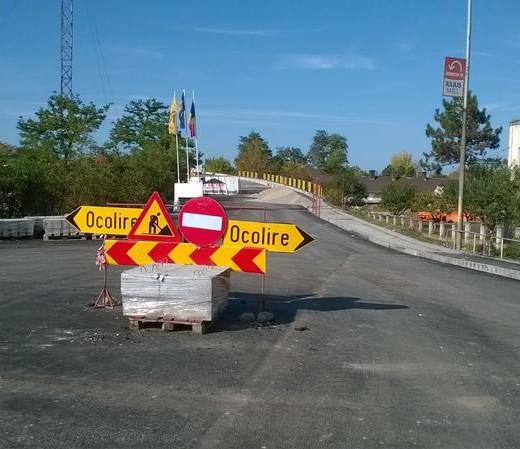 Se redeschide traficul rutier pe pasajul peste calea ferată de la Iţcani