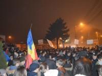 Aproximativ 1000 de suceveni şi-au exprimat vineri furia faţă de clasă politică