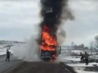 Camion în flăcări pe DN 2