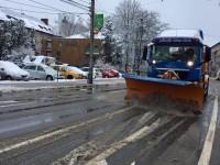 Pentru intervenţia pe timp de iarnă pe drumurile naţionale sunt pregătite 46 de utilaje şi sunt stocuri de material antiderapant