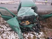 Şofer rănit şi maşină distrusă