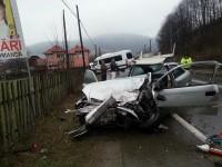 Un bărbat mort, soţia acestuia şi încă o femeie rănite, după o coliziune între trei maşini, aproape de Molid