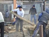 Pompierii Gărzii Siret reconstruiesc casa unui localnic, distrusă de un incendiu