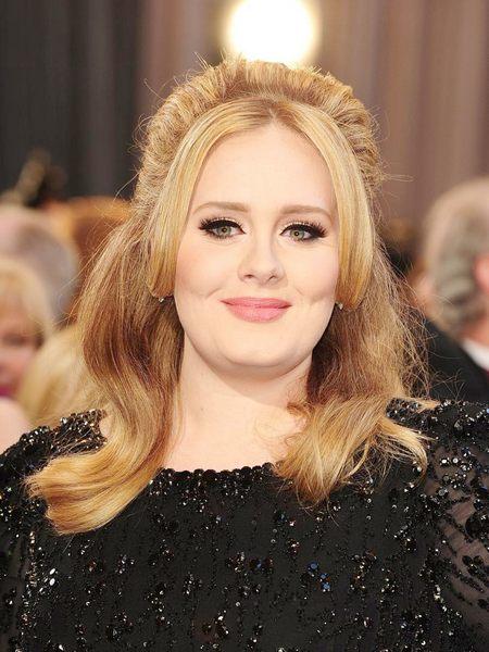 Adele este cea mai bogată cântăreaţa britanică, potrivit clasamentului ziarului The Sunday Times