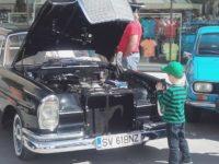 Paradă cu peste 40 de maşini de epocă şi teatru pentru copii, în weekend, la Iulius Mall Suceava