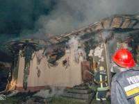 """Biserica """"Sf. Dumitru"""" din Burla, distrusă de un incendiu pornit de la un cablu electric"""