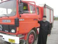 Un tânăr din satul Brăieşti şi-a vândut Touaregul ca să cumpere o maşină de pompieri pentru satul lui