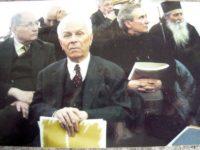"""Însoţim această imagine de acum 10 ani, de la Muzeul de Artă """"Ion Irimescu"""" Fălticeni, în care acad. Constantin Ciopraga apare cu ÎPS Pimen, Arhiepiscopul Sucevei şi Rădăuţilor, şi cu scriitorul şi omul de televiziune Grigore Ilisei, cu o invitaţie la sărbătorirea amintirii sale sâmbătă, 21 mai 2016, ora 12,30, la Biblioteca Bucovinei """"I. G. Sbiera"""" Suceava. Este vorba de o manifestare, """"Cinstire la Centenar"""", iniţiată şi moderată de monahia Elena Simionovici, vicepreşedintă a Societăţii Scriitorilor Bucovineni, manifestare organizată sub auspiciile Societăţii şi ale instituţiei-gazdă, cu universitara Magda Ciopraga invitată de onoare."""