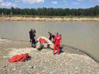 Un bărbat cu probleme psihice s-a aruncat în râul Moldova sub privirile soţiei