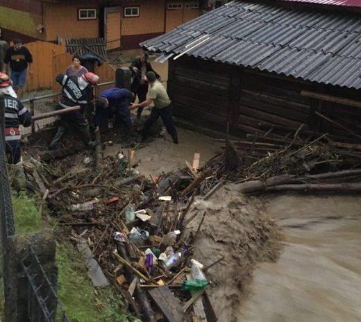 Aversele puternice au dus la inundarea a nouă locuinţe şi 23 de anexe gospodăreşti