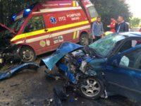 Ambulanţă SMURD lovită violent de un şofer imprudent