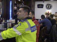 Zeci de poliţiştii au dat ieri o raită prin baruri, săli de jocuri şi de pariuri, după elevii chiulangii