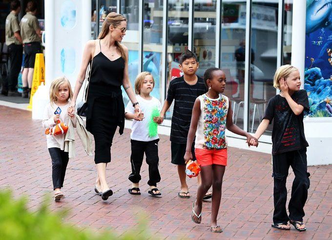 Angelina Jolie şi Brad Pitt au ajuns la un acord privind custodia copiilor lor