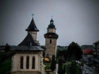 """Biserica """"Sfântul Dumitru"""" din Suceava îşi sărbătoreşte patronul spiritual"""