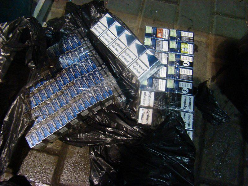 Poliţiştii de frontieră l-au prins cu portbagajul plin cu ţigări de contrabandă